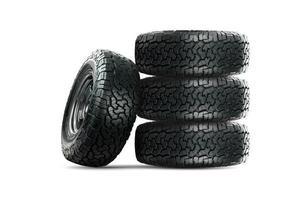 ensemble de pneus de voiture 4 roues conçus pour une utilisation dans toutes les conditions routières. photo