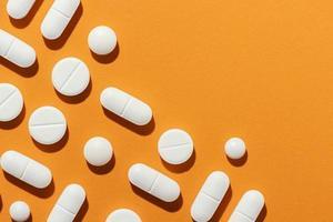 arrangement minimal de pilules médicinales. résolution et haute qualité belle photo