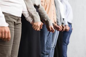 personnes se tenant la main séance de thérapie de groupe. résolution et haute qualité belle photo