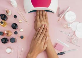 vernis de séchage pour soins d'hygiène des ongles. résolution et haute qualité belle photo