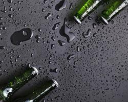 dessus de bouteille de bière froide. résolution et haute qualité belle photo
