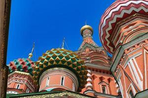 st. la cathédrale de basilic sur la célèbre place rouge à moscou photo