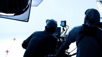 production vidéo en coulisses. réalisation d'un film publicitaire à la télévision photo