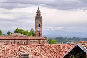 monforte d'alba, village dans la région des langhe italie. site de l'unesco. photo