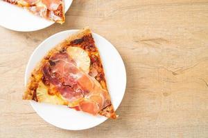 pizza au prosciutto ou pizza au jambon de parme photo