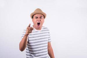 visage d'un homme en colère asiatique photo