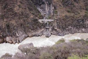 Gorges du saut du tigre dans la ville de Lijiang, province du Yunnan, Chine photo
