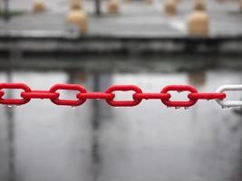 chaîne en plastique rouge, mise au point sélective photo