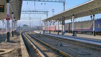 Vue paysage de la plate-forme de chemin de fer transsibérien en russie photo
