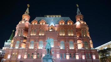 L'architecture sur la place rouge du Kremlin de Moscou la nuit, Russie photo