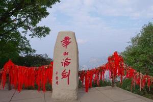 mont de pierre dans la montagne taoïste sacrée mont huashan en chine photo