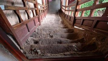 Échelle complexe de temple-grotte de maijishan dans la ville de tianshui, gansu chine photo