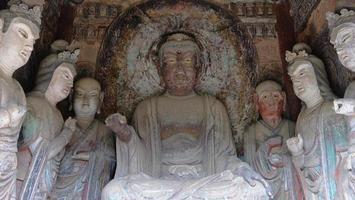 Complexe de temples-grottes de maijishan dans la ville de tianshui, province du gansu en chine. photo