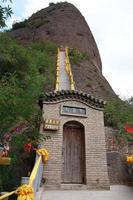 Échelle raide dans le temple de la shao tianshui wushan chine photo