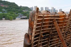 Radeau en peau de mouton par la rivière jaune à Lanzhou Gansu Chine photo