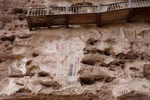 Peinture en relief de la grotte du temple à Tianshui Wushan en Chine photo