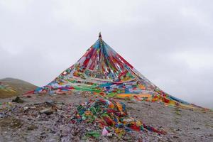 Temple bouddhiste tibétain dans la province de Laji Shan Qinghai Chine photo