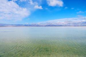magnifique paysage majestueux du lac salé de caka au qinghai en chine photo