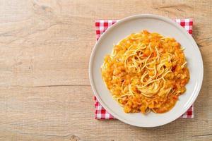 pâtes spaghetti à la sauce tomate crémeuse photo