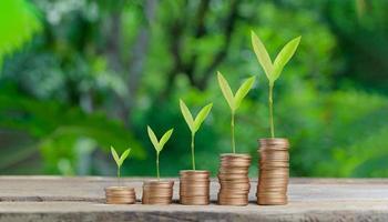 concept pièces empilées investir stock économiser de l'argent photo