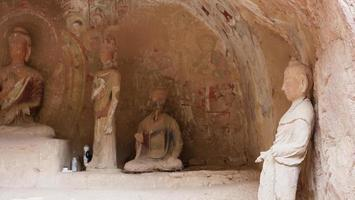 Sculpture de grottes bouddhistes dans le temple de bingling lanzhou gansu, chine photo