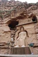 Ancienne statue de bouddha chinois au temple de la grotte de bingling à Lanzhou en Chine photo