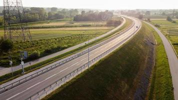 vue aérienne de la route dans le sud de la pologne photo