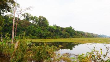 étang du lac à neak poan dans le complexe d'angkor wat, siem reap cambodge. photo