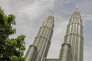 tours jumelles petronas à kuala lumpur, en malaisie. photo