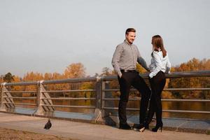 jeune et élégant couple amoureux photo