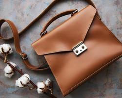 sac en cuir marron photo
