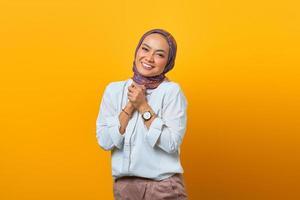 portrait de bonheur femme asiatique avec visage souriant photo
