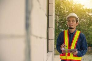 ingénieur en architecture inspection sur site construction immobilier photo