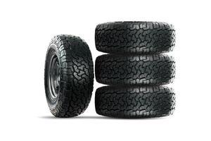 ensemble de pneus de voiture 4 roues isolés sur fond blanc. photo