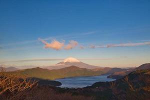 vue sur le mont fuji depuis la plate-forme panoramique de yamanakako photo