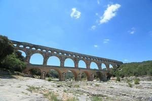 pont du gard au sud de la france photo