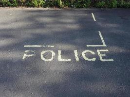 signe de stationnement réservé à la police photo