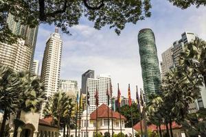 gratte-ciel et bâtiments incroyables et énormes à kuala lumpur, en malaisie. photo