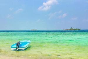 plage sur l'île de rasdhoo, maldives photo