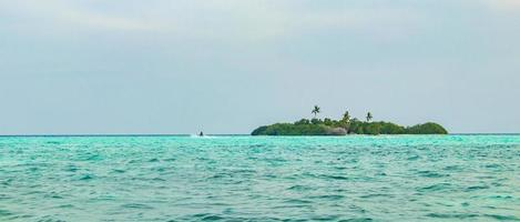 îles banc de sable madivaru et finolhu dans l'atoll de rasdhoo, maldives photo