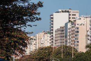 bâtiments dans le quartier de copacabana à rio de janeiro, brésil photo