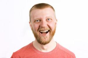 heureux jeune homme gai photo