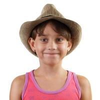 petite fille souriante au chapeau de paille photo