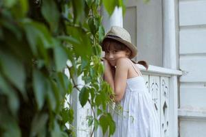 charmante fille au chapeau photo