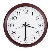 grande horloge montre la moitié du quatrième photo