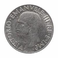 vieille lire italienne avec vittorio emanuele iii roi isolé sur w photo