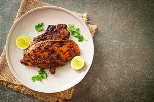 poulet jerk jamaïcain grillé épicé photo