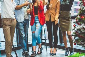 groupe de collègues de la diversité des affaires célébrant photo