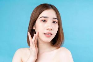 jolie jeune femme asiatique avec une peau jeune. photo