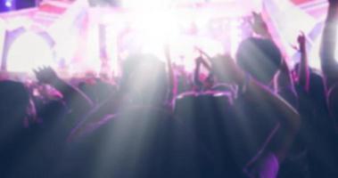 silhouette floue d'une foule de concerts photo